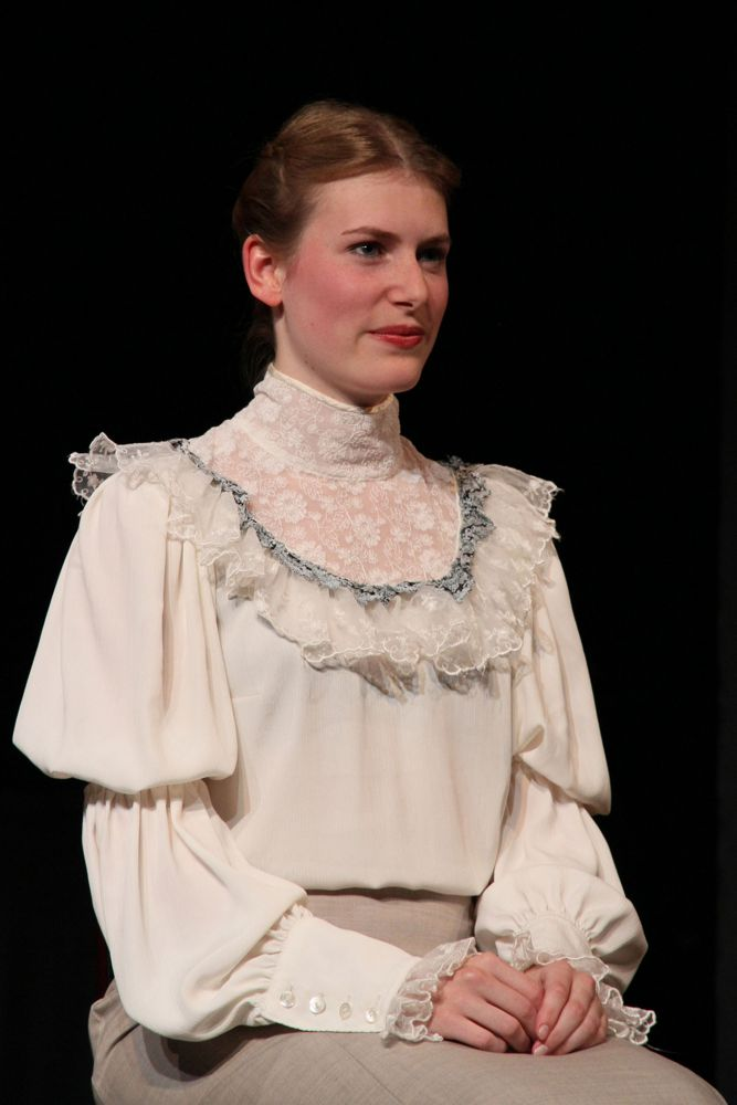 Venus im Pelz - Meike Faust als Wanda von Dunajew (c) Rostock Heute
