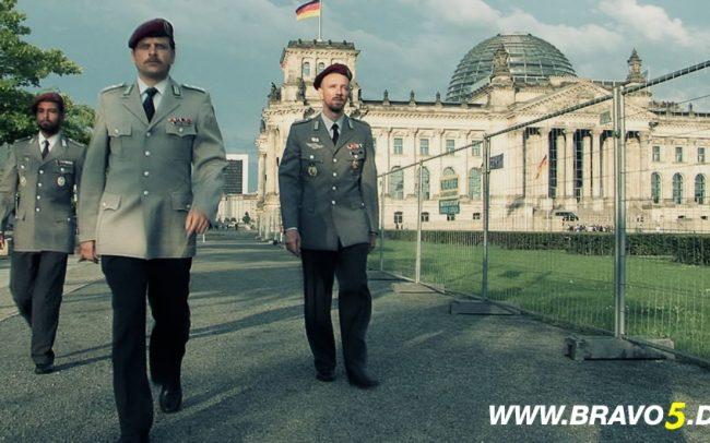 Bravo 5 Vor dem Bundestag (c) Florian Dedio & BBHP