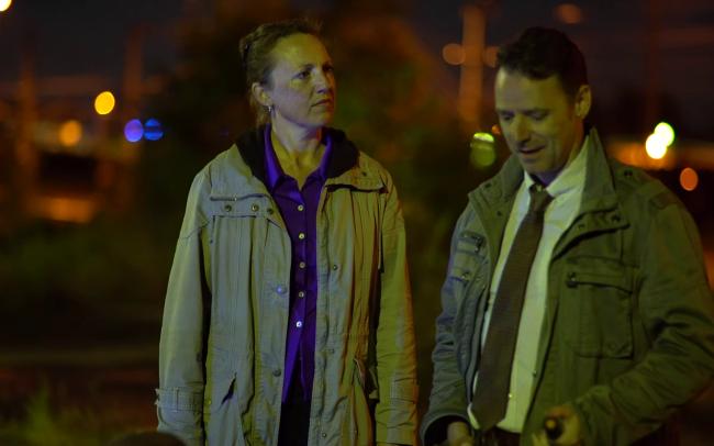 Off Duty Nicola Chapman als Agent Ohmann & Peter Seaton-Clark als Detective Adams (c) Florian Dedio & BBHP