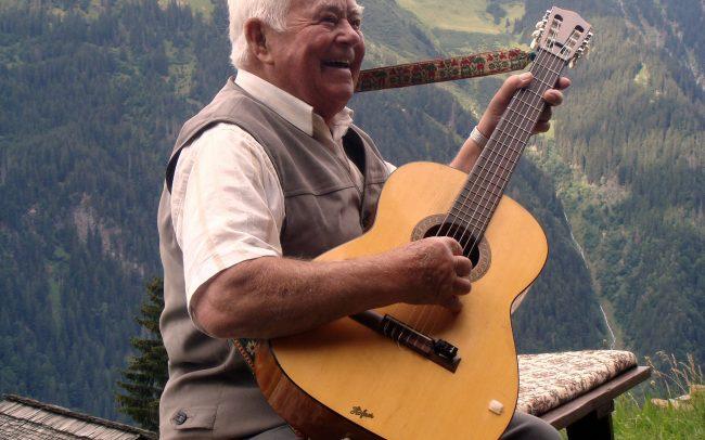 Edelweiss - Gitarre - (c) LOOKSfilm