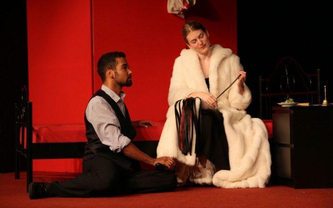 Venus im Pelz - Meike Faust als Wanda von Dunajew und Dino Gebauer als Severin von Kusiemski 3 (c) Rostock heute
